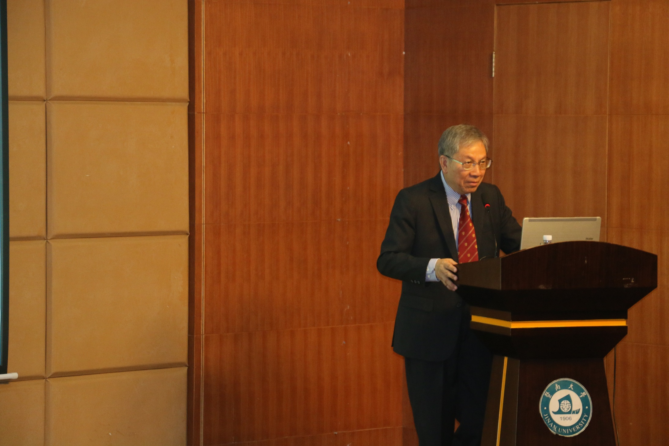 Prof. Chan Wai-yee gives an opening remarks during the Symposium